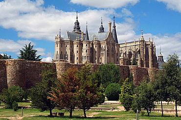 City walls, gothic cathedral and Palacio Episcopal, by Gaudi, Astorga, Castilla-Leon, Spain