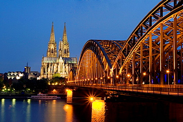 Hohenzollern bridge, Cathedral and Ludwig Museum, Koln (Colonia), Germany