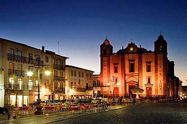 Praca do Giraldo and Ingreja Santo Antao, Evora UNESCO World Heritage, Alentejo, Portugal