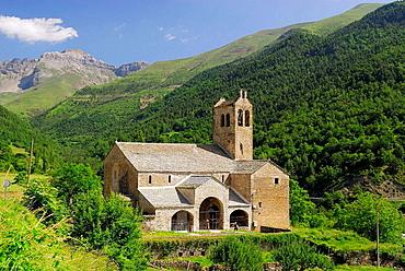 Iglesia de Linas de Broto, Pirineos, Huesca, Aragon, Espana.