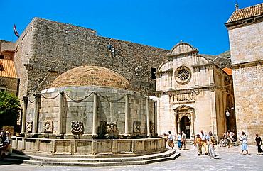 Onofrios large fountain and Saint Saviours Church Crkva Sveti Spas, Stradun, Dubrovnik, Dalmatian Coast, Croatia, Former Yugoslavia