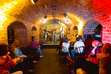 Cavern Quarter, Mathew Street, Cavern Club, a group on the famous stage of The Beatles, Liverpool, England, UK