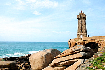 France, Brittany, Perros-Guirec 22  Cote de granit rose, Ploumanach lighthouse
