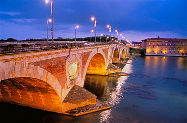 Pont-Neuf over Garonne river, Toulouse, Haute-Garonne, Midi Pyrenees, France