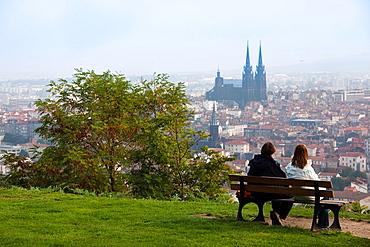 France, Puy-de-Dome Department, Auvergne Region, Clermont-Ferrand, city overview with Cathedrale-Notre-Dame from Parc de Monjuzet, daytime