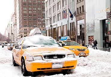 Snow Storm, December 26, 2010, New York City, 5th Avenue, 59th Street vicinity, Manhattan