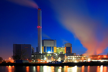 D-Oberhausen. D-Oberhausen, Ruhr area, Lower Rhine, Rhineland, North Rhine-Westphalia, NRW, D-Oberhausen-Buschhausen, D-Oberhausen-Lirich, waste disposal, power generation, waste incineration plant at the Rhine-Herne Canal, evening mood, illumination
