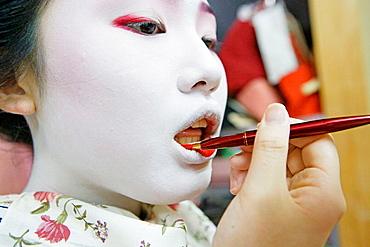 Maiko' (geisha apprentice) from the Odamoto tea house (o-chaia) in Gion, Kyoto, Kansai, Japan