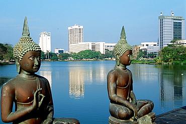 Sri Lanka, Colombo, skyline, Beira Lake, Buddha statues,
