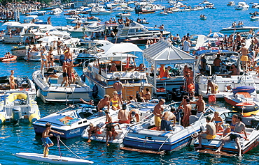 bathing, boats, city, folks, lake, no model release, party, people, scrum, ships, Street parade, Streetparade, summe. bathing, boats, city, folks, lake, no model release, party, people, scrum, ships, Street parade, Streetparade, summe