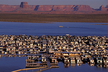 America, Arizona, Color, Colour, Glen Canyon National Recreation Area, Houseboats, Wahweap marina, Lake Powell, Unit. America, Arizona, Color, Colour, Glen Canyon National Recreation Area, Houseboats, Wahweap marina, Lake Powell, Unit