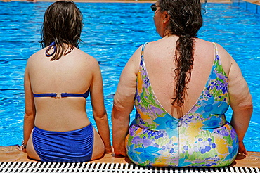 Fat and thin women in the pool.