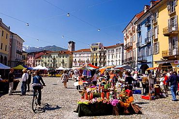 Markt auf dem Piazza Grande in Locarno TI. Markt auf dem Piazza Grande in Locarno TI