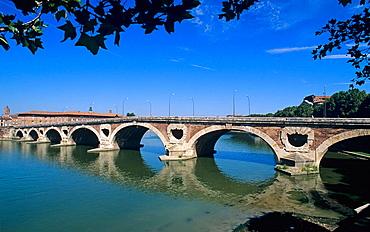 Pont Neuf bridge over Garonne river, Toulouse, Haute-Garonne, Midi Pyrenees, France