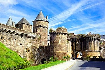 Notre-Dame gate and ramparts of medieval castle (13th century), Fougeres, Ille-et-Vilaine, Bretagne, France