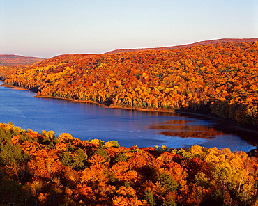 Autumn colored northern hardwood forest and Lake of the Clouds, Porcupine Mountain Wilderness State Park, Upper Peninsula, Michigan, USA