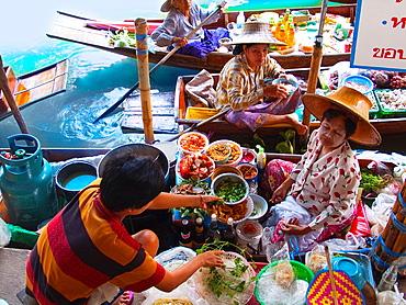 Food sellers in Damnoen Saduak floating market, 100 km away from Bangkok Thailand