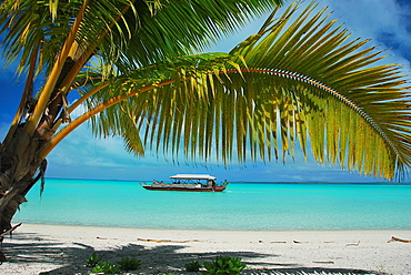 Tourist boat and white sand beach on Aitutaki, Rarotonga, Cook Islands Group, South Pacific