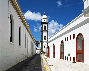 Spain, Canary Islands, Lanzarote, Arrecife, San Gines Church, white houses