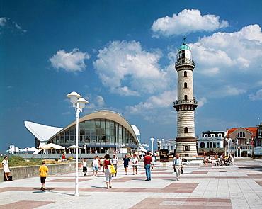 Germany, Rostock-Warnemunde, seaside resort, Baltic Sea, Mecklenburg-Western Pomerania, beach promenade, restaurant 'Teepott', lighthouse