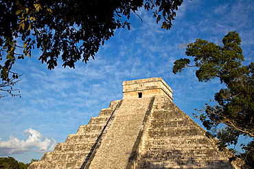 The Kukulkan Pyramid or El Castillo, one of the new seven wonders of the world, in Chichen Itza, Yucatan Peninsula, Mexco