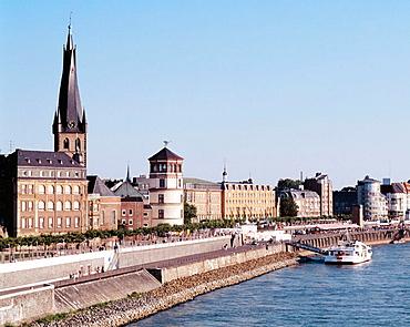Germany, Dusseldorf, Rhine, North Rhine-Westphalia, Rhine promenade, Old Town view, Lambertus Church, Castle Tower, excursion ship, Weisse Flotte