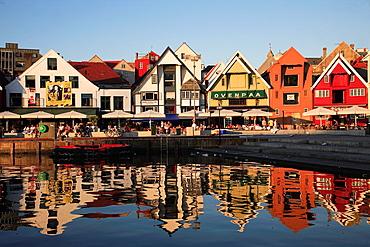Norway, Stavanger, Skagenkaien, harbourside cafes restaurants