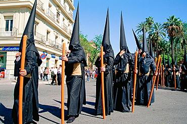 'Nazarenos' (penitents) of Fratenidad de los Estudiantes at the Holy Week, Sevilla, Andalusia, Spain