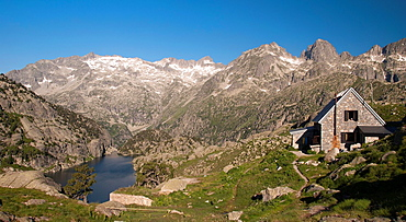 Ventosa i Calvell mountain hut with Estany Negre lake, the Besiberris and the Tumeneja range in the background, Alta Ribagorca, Lleida province, Aiguestortes and Estany de Sant Maurici National Park, Pyrenees Mountains, Catalonia, Spain