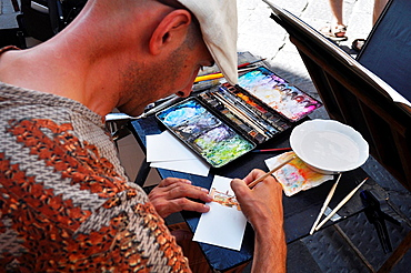 Italy, Firenze, painter at work by San Lorenzo's market