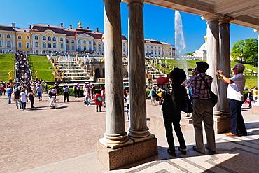 Russia, Saint Petersburg, Peterhof, Grand Palace, visitors, NR