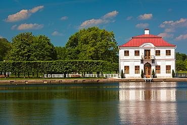 Russia, Saint Petersburg, Peterhof, Marlinsky Pond and Marly Palace
