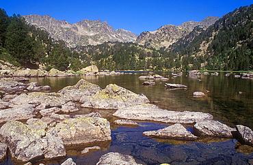 Estany de Ratera' Ratera lake, Aiguestortes i Estany de Sant Maurici National Park, Pyrenees, Lleida province, Catalonia, Spain