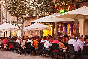 Spain, La Rioja Region, La Rioja Province, Logrono, sidewalk cafes, evening