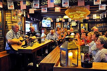 Ireland, Dublin, Temple Bar, Oliver St  John Gogarty pub, Live irish music