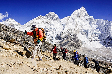 group of mountaineers climbing the Kala Patthar Nuptse 7864 m and 8848 m Mount Everest Khumbu Glacier National Park Sagarmatha, Khumbu Himal, Nepal, Asia