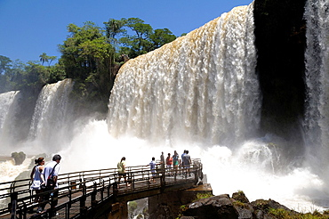 Argentina. Misiones. Iguazu Falls. The Bossetti waterfall and lower viewpoint. UNESCO World Heritage