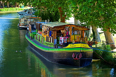 France, Languedoc-Roussillon, Aude 11, city of Le Somail, Canal du Midi, shop boat aTamataa