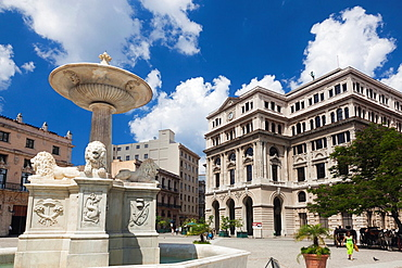 Cuba, Havana, Havana Vieja, Plaza de San Francisco de Asis, Lonja del Commercio building and Fuente de los Leones fountain
