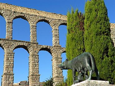 Segovia Spain  Capitoline wolf next to the Roman aqueduct of Segovia