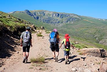 Hikers walking to Pena Negra cirque in Sierra de Bejar Natural Park  Becedas  avila province  Castilla y Leon  Spain