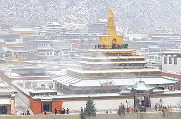China, Gansu, Amdo, Xiahe, Monastery of Labrang Labuleng Si, Gongtang chorten under the snow