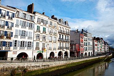 Quai Galuperie, La petit Bayonne, Adour river, Bayonne, Aquitaine, Pyrenees Atlantiques, France.