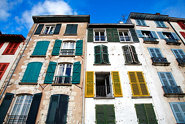 Quai Galuperie, La petit Bayonne, Bayonne, Aquitaine, Pyrenees Atlantiques, France.