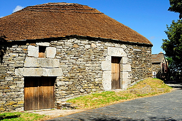 Traditional houses named ¥pallozas¥ in the village of O Cebreiro, the Saint Jame¥s way entrance to Galicia