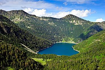 Lac DÂ¥ Oredon Reserve Naturelle du Neouvielle Park National des Pyrenees Francia.