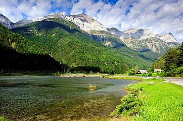 Valle de Pineta Parque Nacional de Ordesa Pirineos Bielsa Huesca.