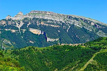 Bestue Comarca de Sobrarbe Pirineos Huesca.