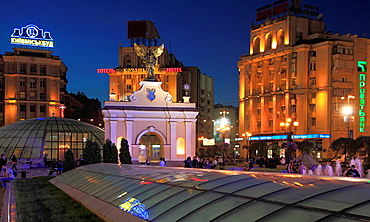 Ukraine, Kiev, Kyiv, Independence Square, Maidan Nezalezhnosti, Archangel Michael statue,