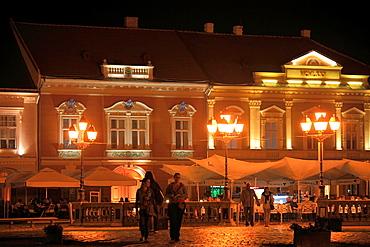 Romania, Timisoara, Piata Unirii, night, cafes, people,
